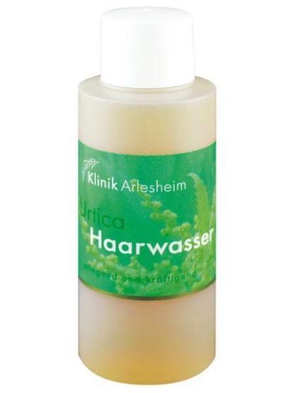 Eine Flasche Urtica Haarwasser, das pflegend und kräftigend wirkt